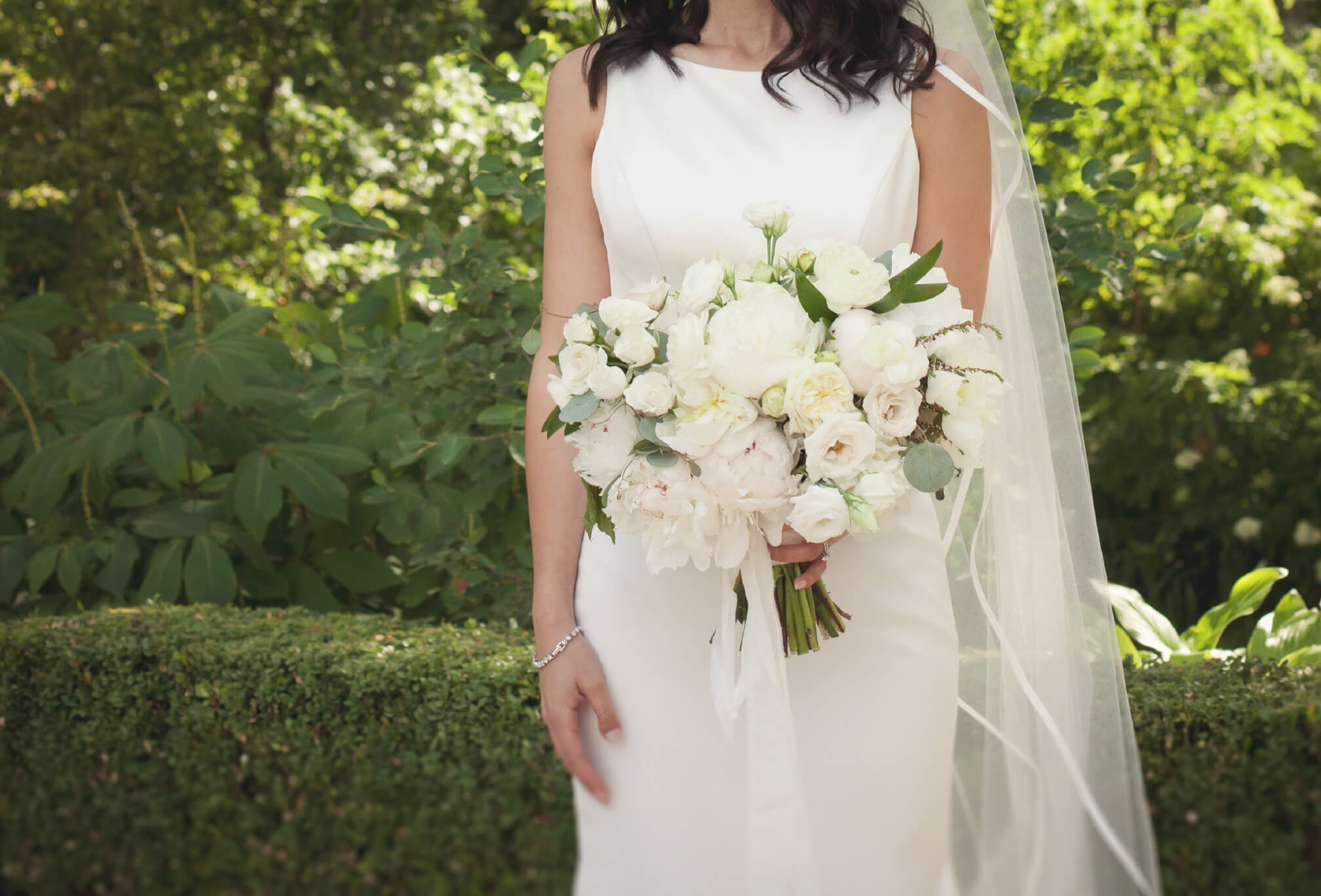 bride white bouquet kleinburg