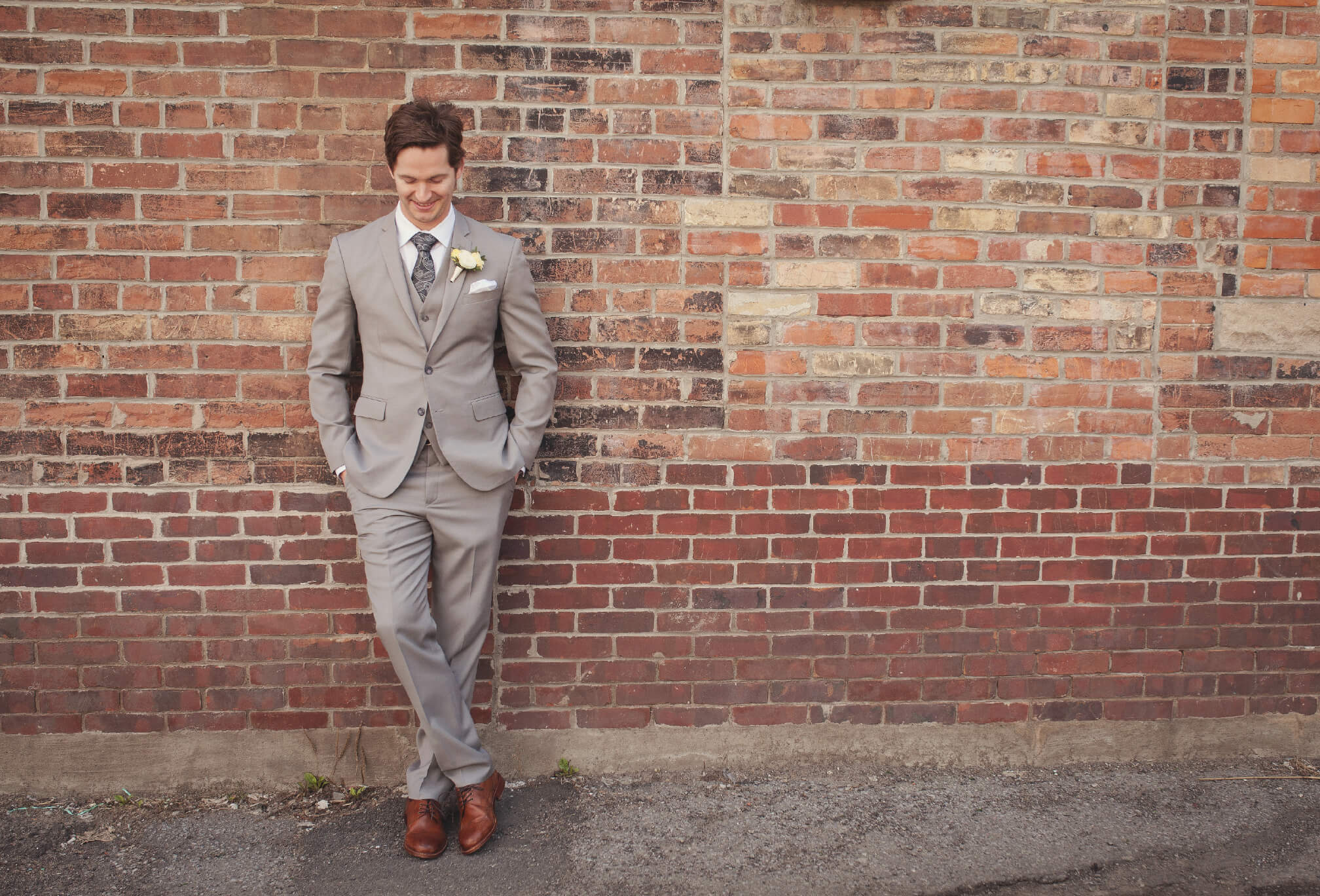 groom brick wall toronto