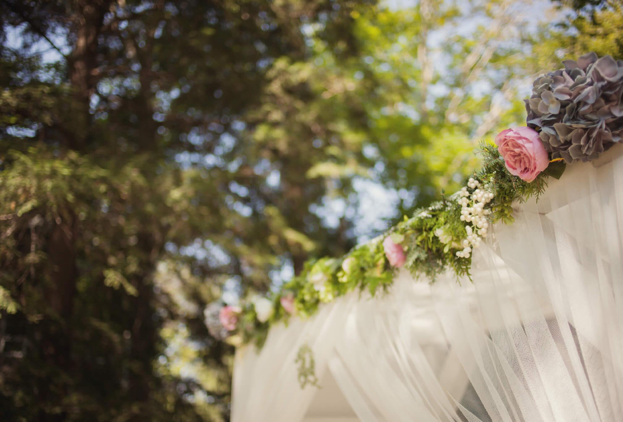 small cottage wedding decor