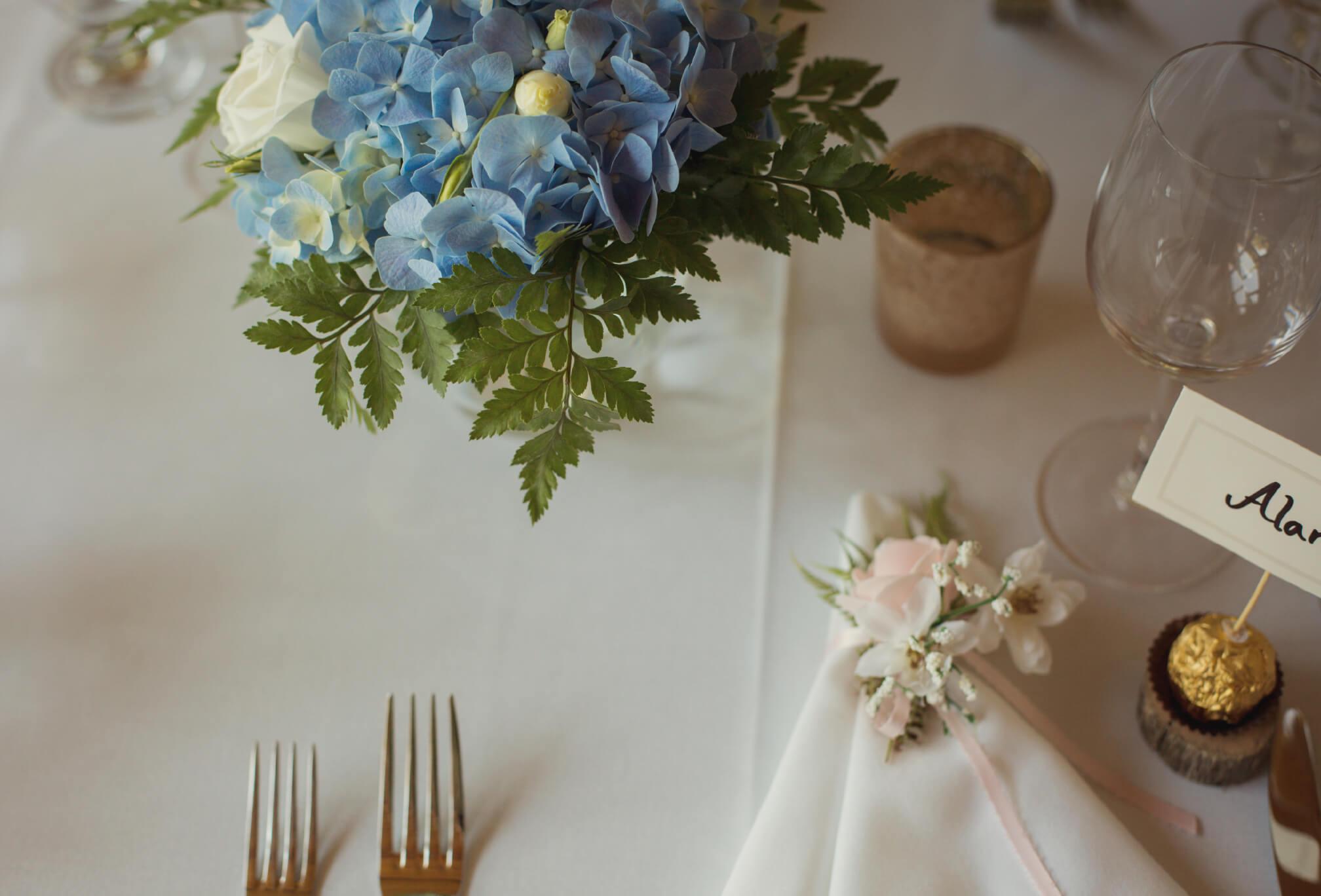 cottage wedding decor