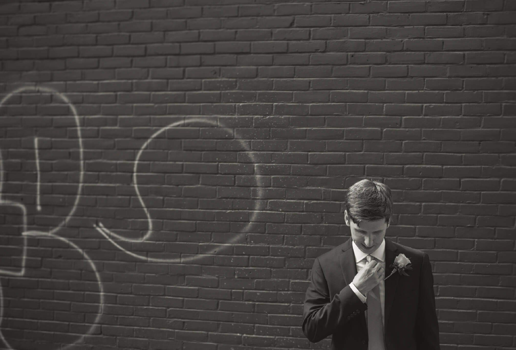 groom in alleyway toronto