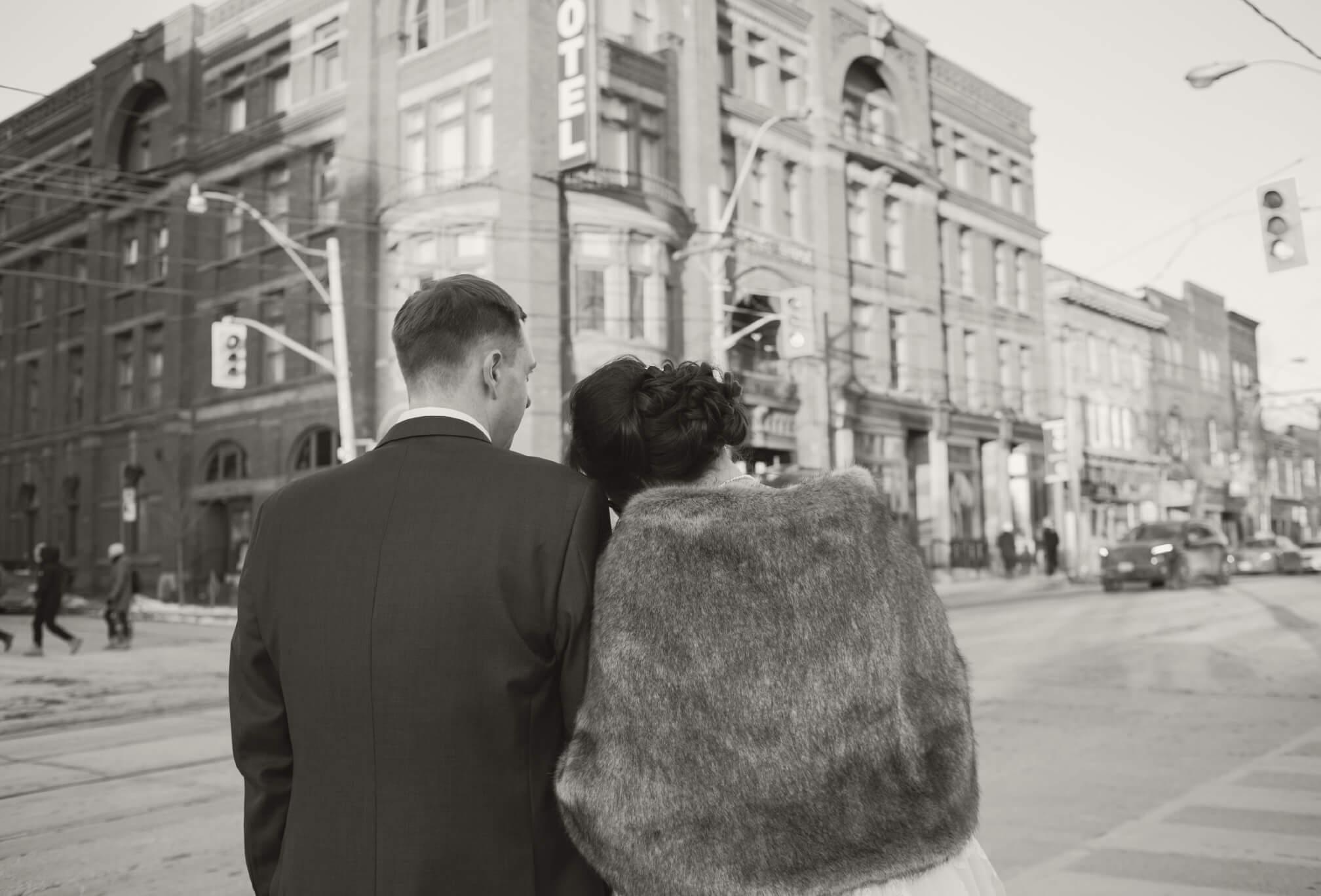 outside the gladstone wedding photos