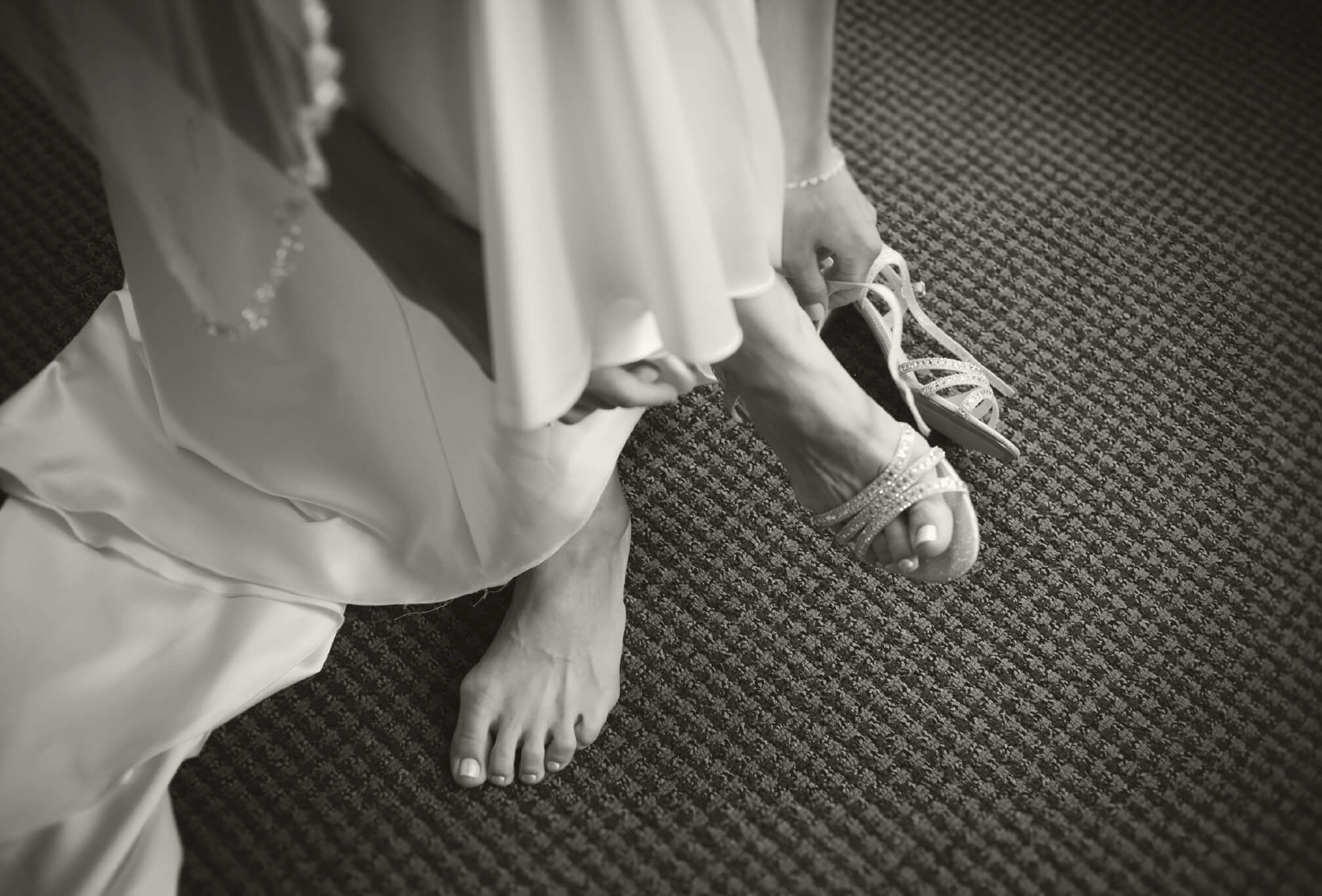 bride getting ready at harding estate