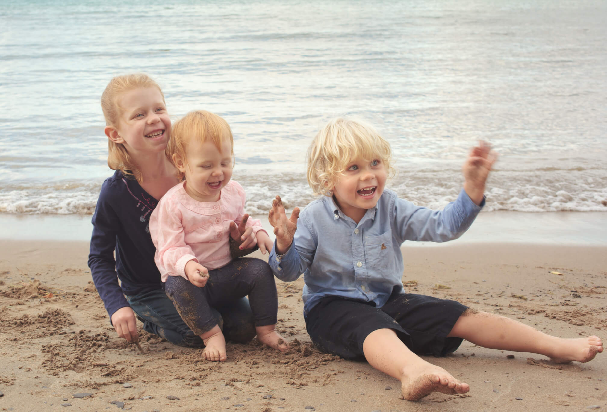 sibling photos on beach