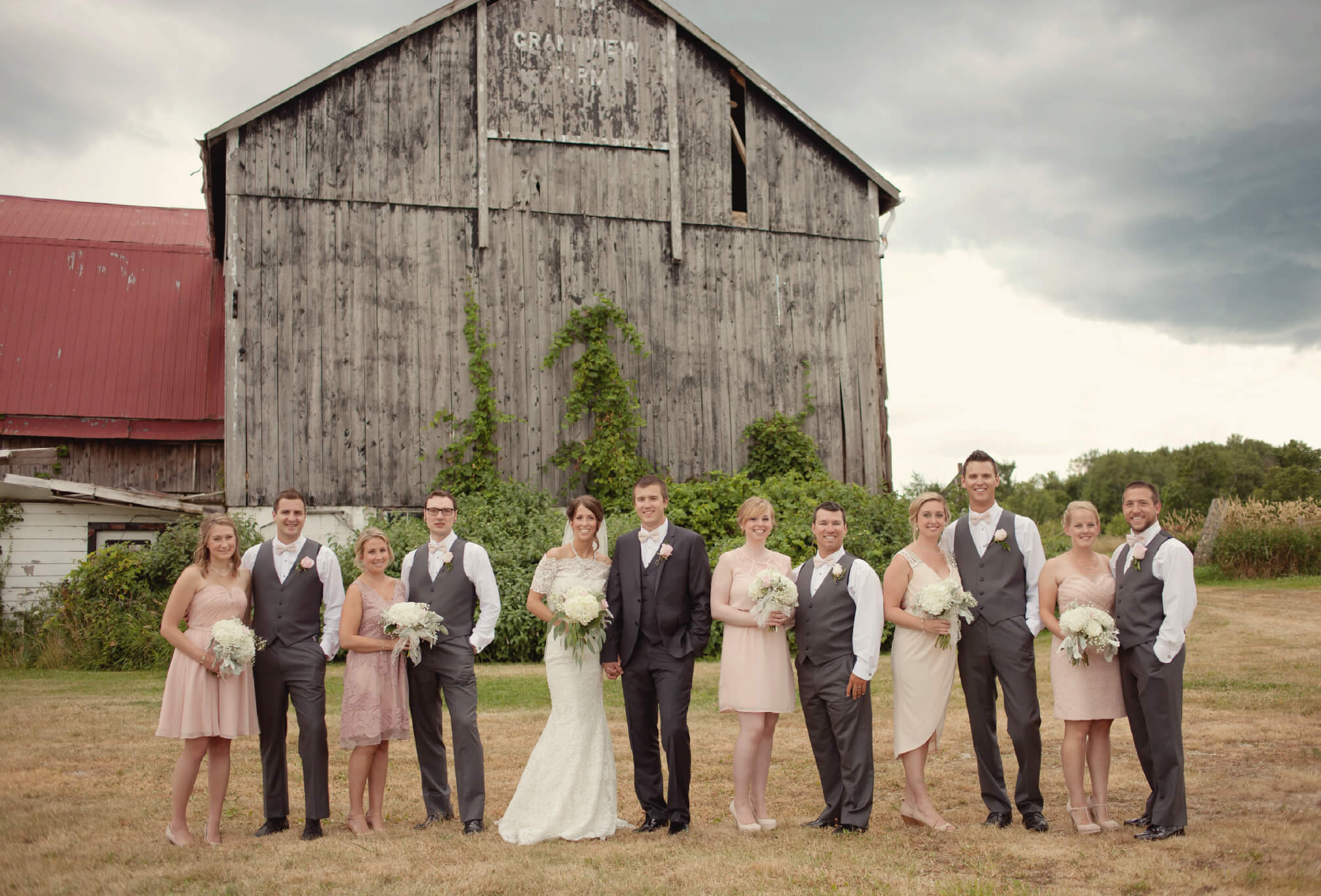 bridal party farm wedding blue mountains