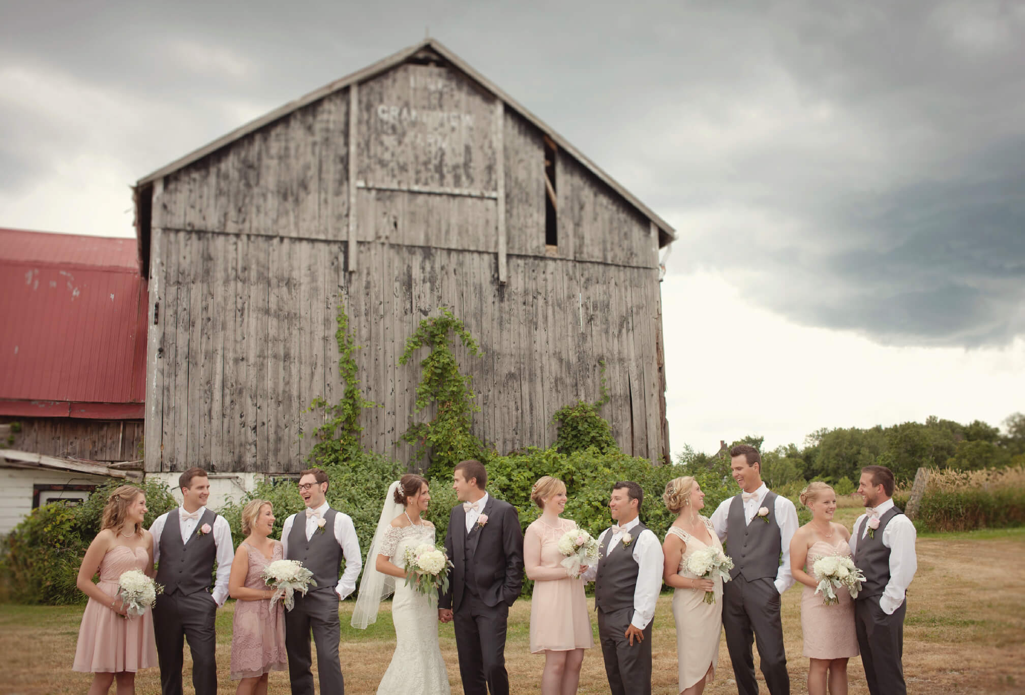 bridal party barn wedding blue mountains