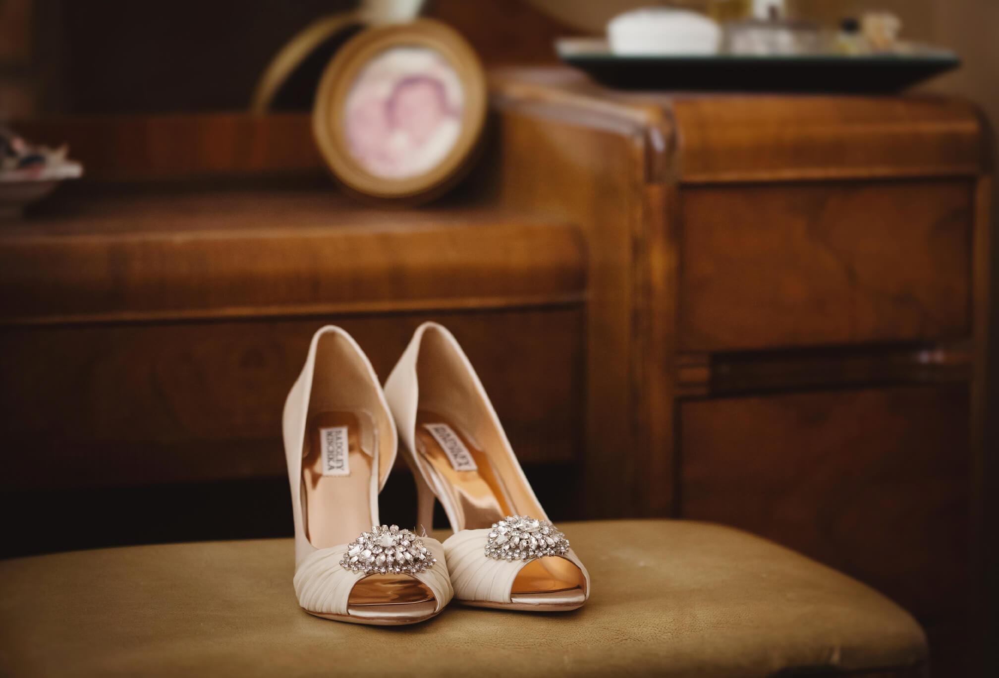 bride wedding shoes details