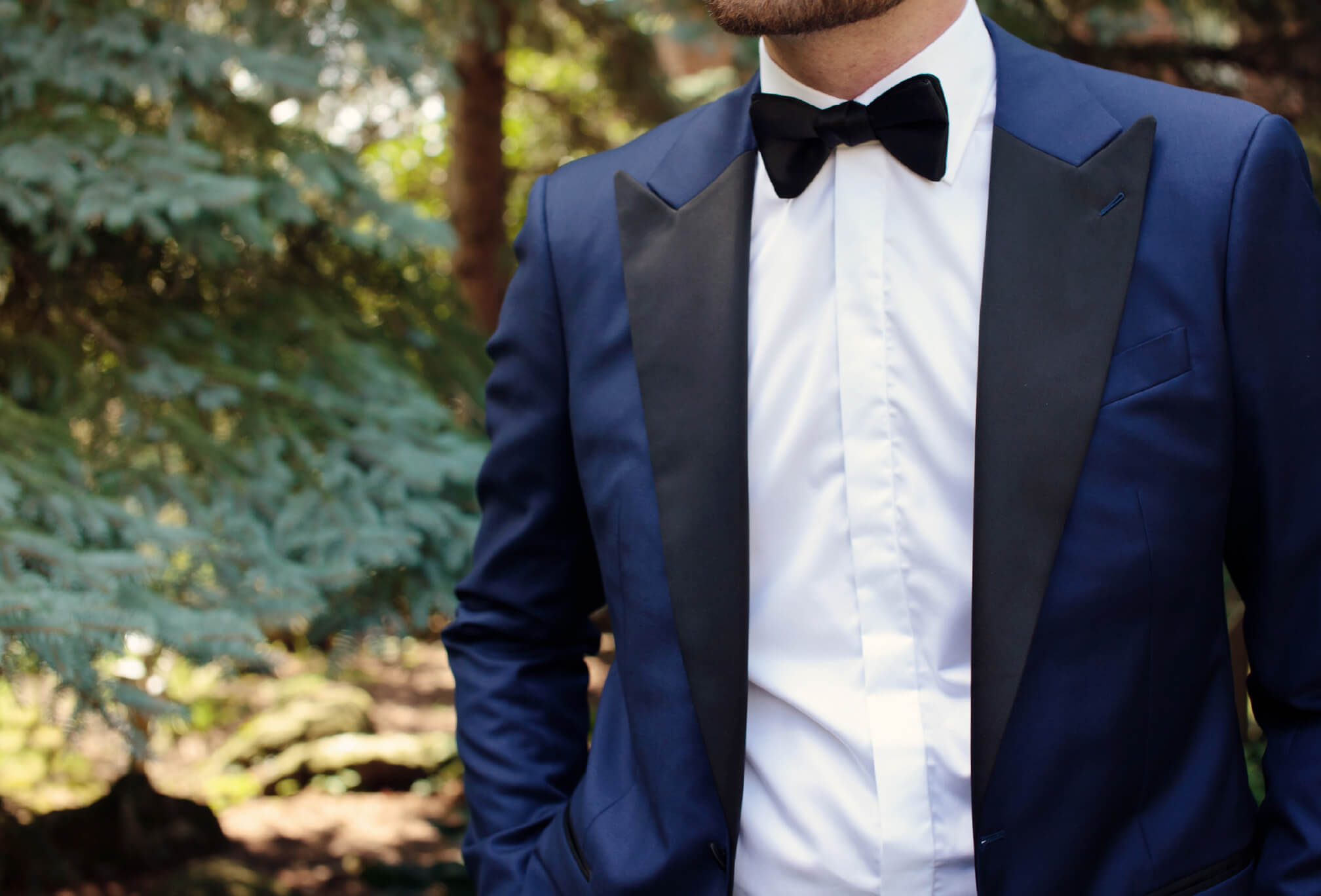 groom blue tux bowtie