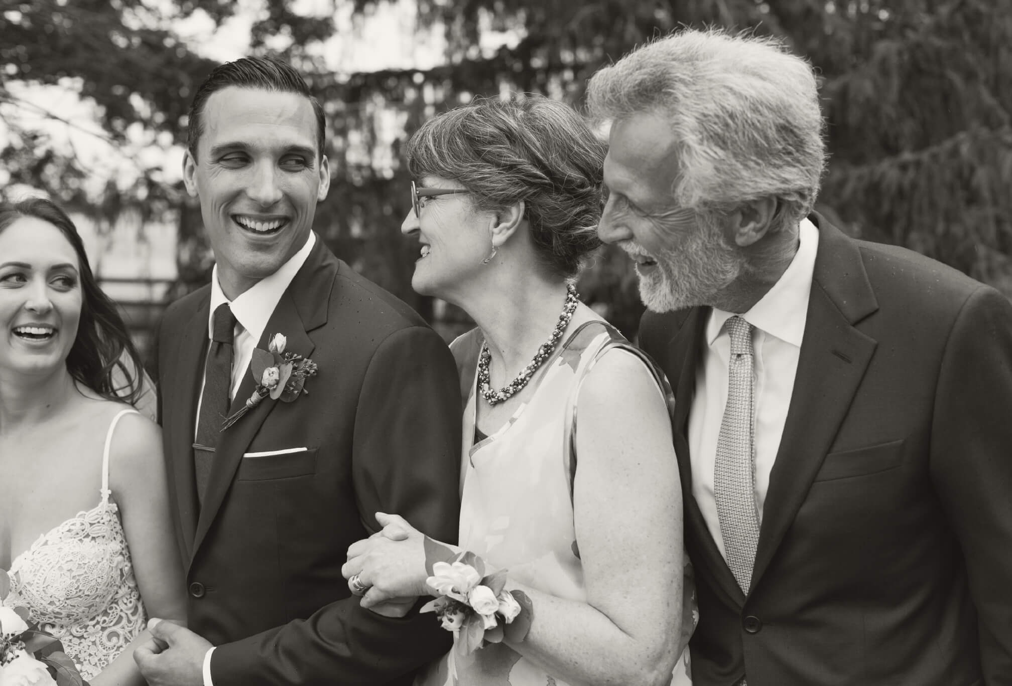 candid family photography wedding
