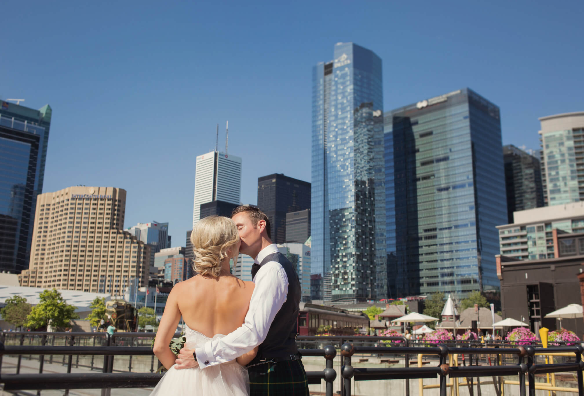 toronto skyline wedding photos